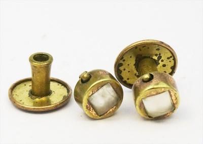 Deux boutons de plastron en pate de verre 1860